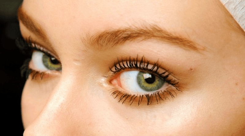 4 Home Remedies for Long Eyelashes