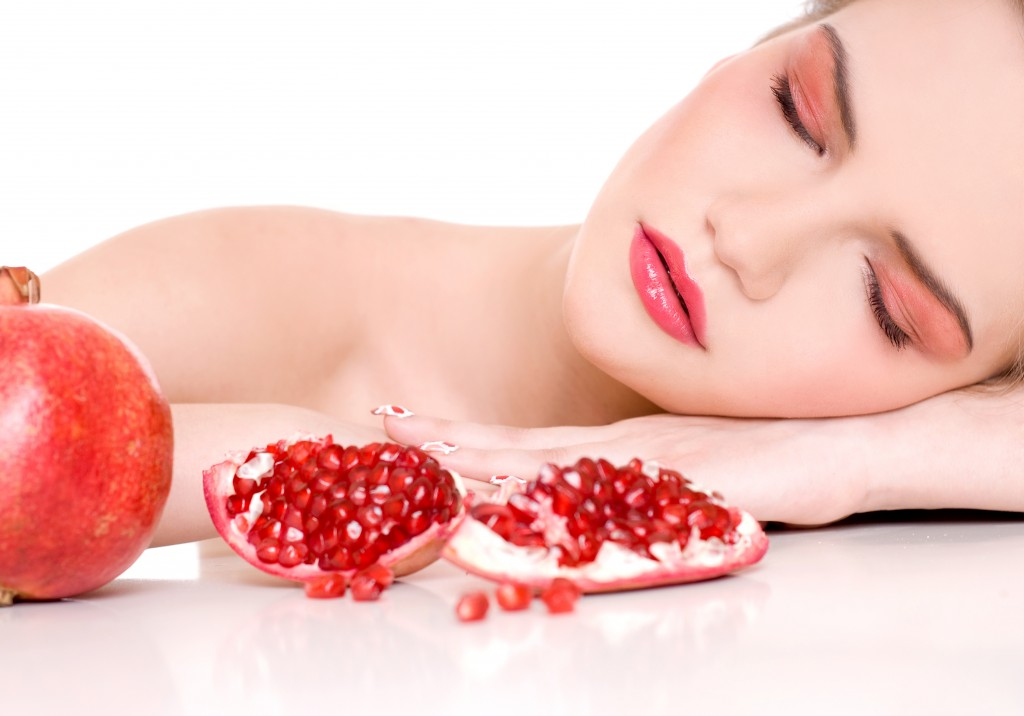Pomegranate Facial Treatment to Combat Aging (2)