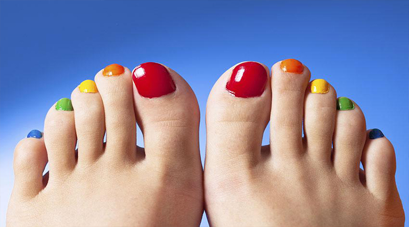 Give color to your toenails